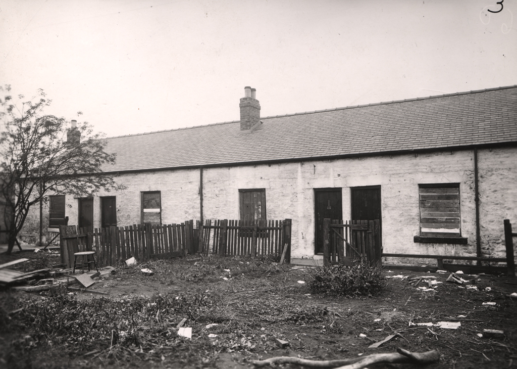 Dunn's Cottages, Spital Tongues